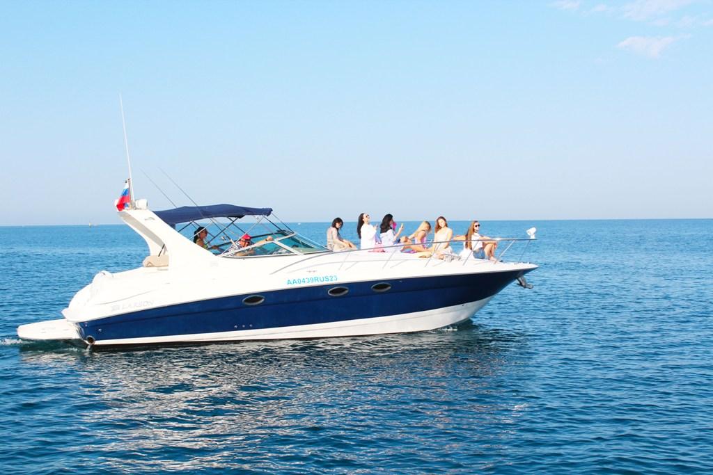 Моторная яхта VIP класса «LARSON»